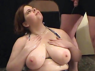 Busty beauty Jumelles loves to feel urine in her mouth