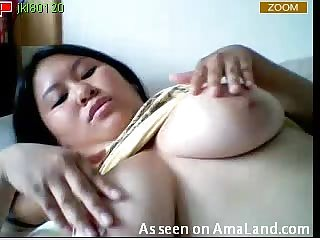 Chubby Asian makes her pussy happy